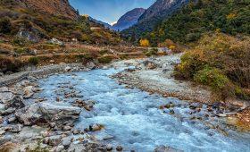 Hire a guide porter for Manaslu Trek