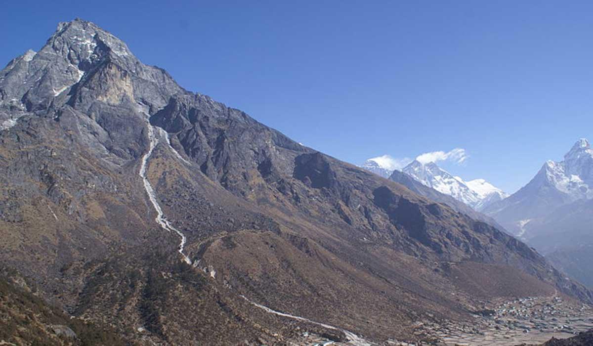 Peaky Peak trekking